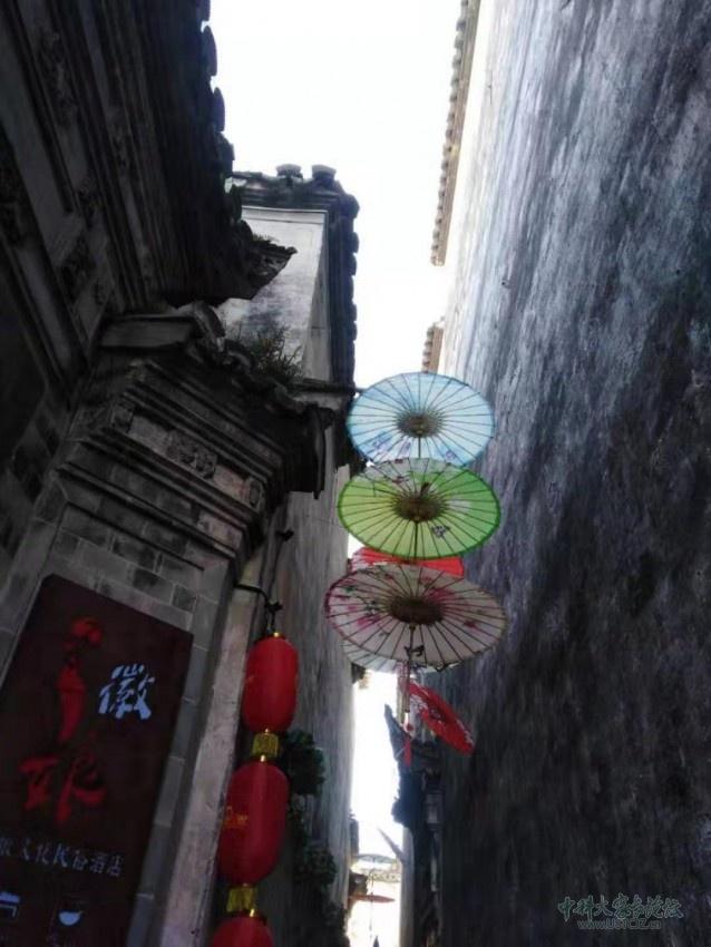 小巷纸伞.jpg