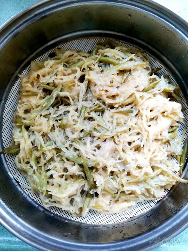 4蒸熟的洋芋擦擦.jpg